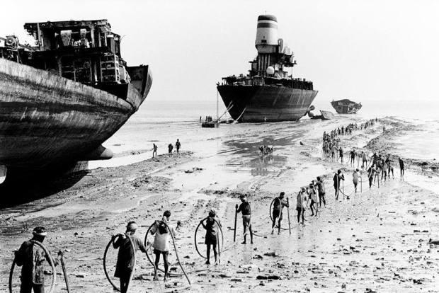 by Rodrigo: Didier Ruef - India Alang Ships Scrapyard